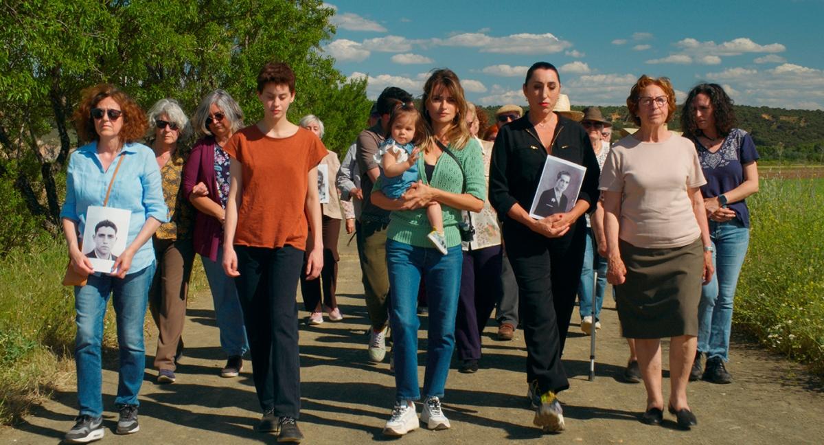 Fotograma de 'Madres Paralelas'. Sony Pictures.